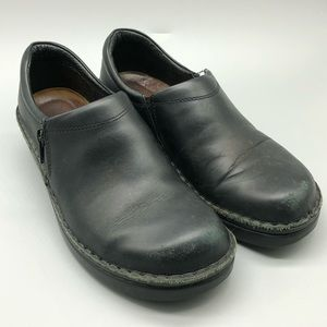 Naot black leather zip side clogs size EU 39